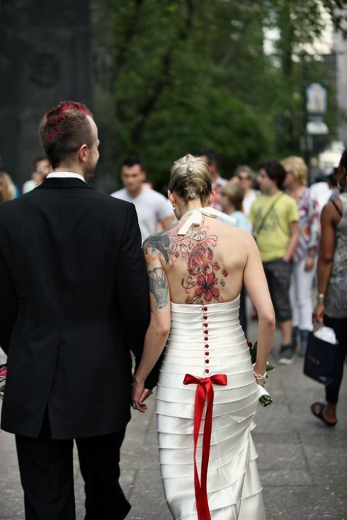 Imagem do dia - Noiva Tatuada