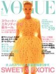 Kate Moss na Vogue Japão de por Mert Alas e Marcus Piggott