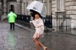 bugs_street style_rain_10