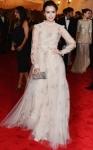 Lily Collins veste Valentino