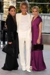Lauren Hutton veste  The Row, ao lado de  Mary-Kate Olsen e Ashley Olsen.