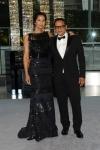 Padma Lakshmi vestindo Naeem Khan, ao lado do estilista